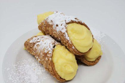Cannoli's filled with Custard Cream